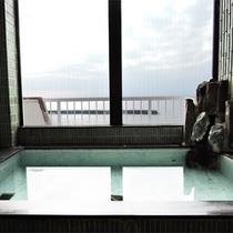 *最上階展望風呂(貸切)/海を一望しながら入れる天然温泉は解放感いっぱい!