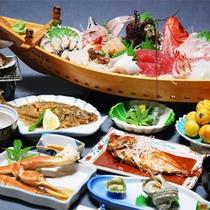 *舟盛り付き会席一例/伊勢海老、アワビ、鯛など、豪華活き造りの舟盛り付き!