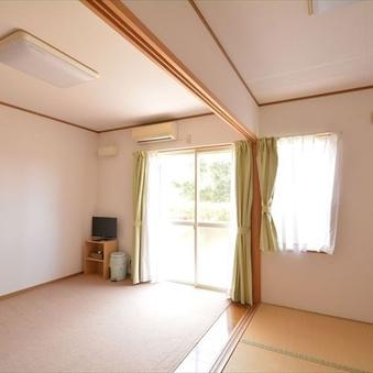 【キッチン付き和洋室】洋室(布団)+和室(4畳)