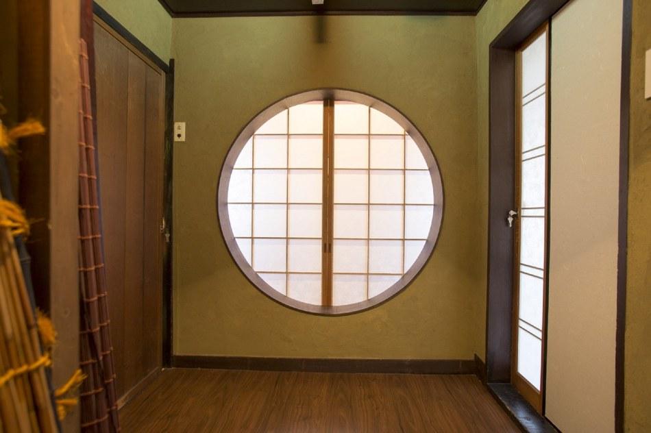 元料亭時代の建具をそのままお部屋の入口として利用しています。
