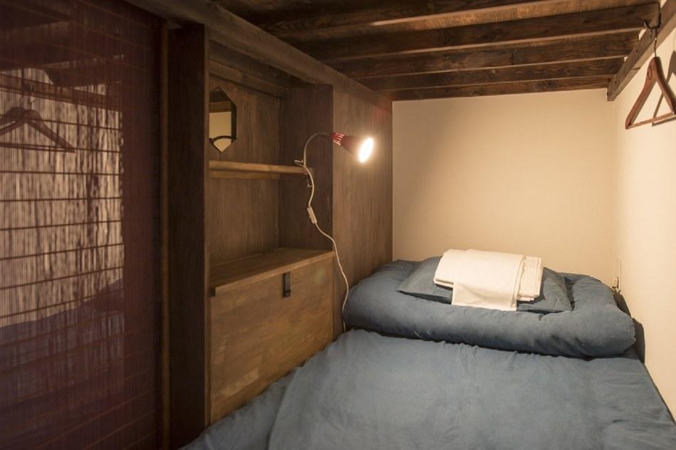 キャビン型のドミトリーのベッドの様子