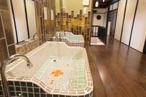 昔懐かしい、かわいいレトロなタイルの洗面台