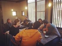 ゲストが集まるカフェ。