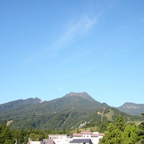 *【周辺(夏)】さわやかな清風がそよぐ新緑の夏。