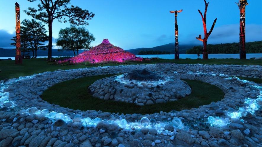 【阿寒イオマプの庭】夜にはプロジェクションマッピングで彩られる(イメージ)