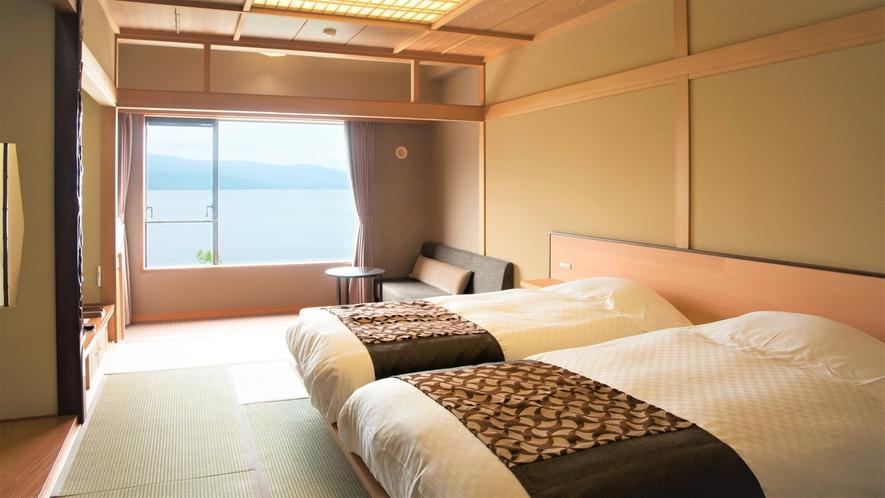 【湖側】和室ツイン(客室一例)/お部屋の大きな窓から阿寒湖が一望でき、開放感に溢れたお部屋です。