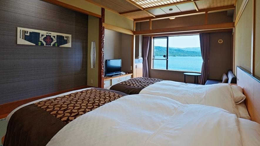 【湖側】和室ツイン/お部屋の窓から阿寒湖を望む解放感のあるお部屋