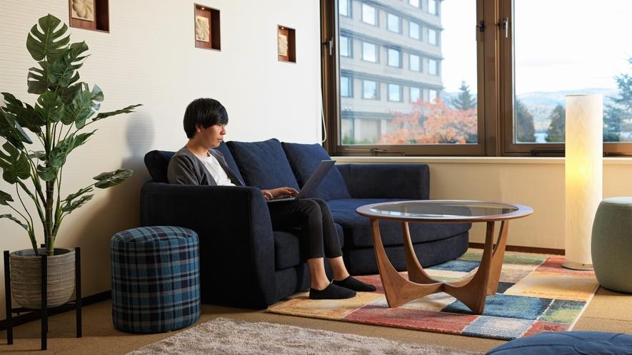 【ワーケーションルーム】個室ワークスペースにはゆったりとしたソファを設置(イメージ)
