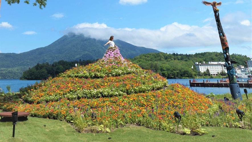 【阿寒イオマプの庭】まるで花のドレスをまとったかのように見えるドレスガーデン(イメージ)