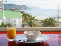 朝日を浴びながらのご朝食