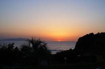 海に昇る太陽