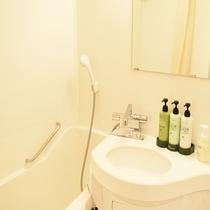 清潔感ある浴室はユニットバスタイプ