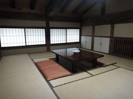 けやき造りの客室(10畳+6畳)3