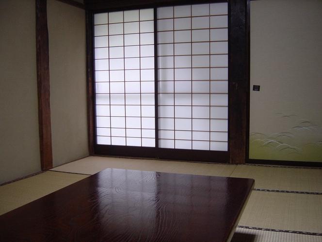 けやき造りの客室(くろまつ)