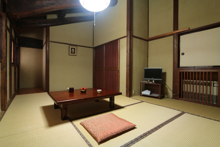 けやき造りの客室(あかまつ)
