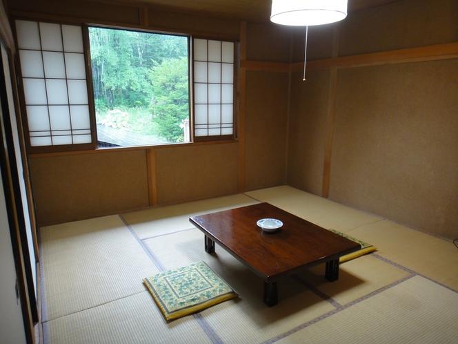 本館和室(眺望は良くありません)