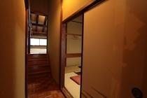 けやき造りの客室(はいまつ 10畳+6畳)