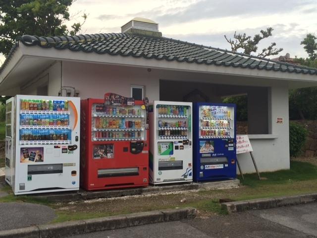 隣接地の自動販売機