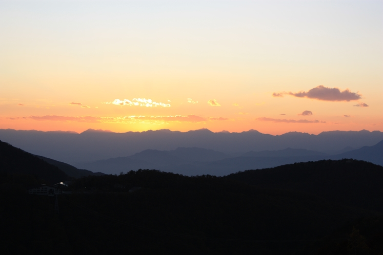 夕日の沈む北アルプス
