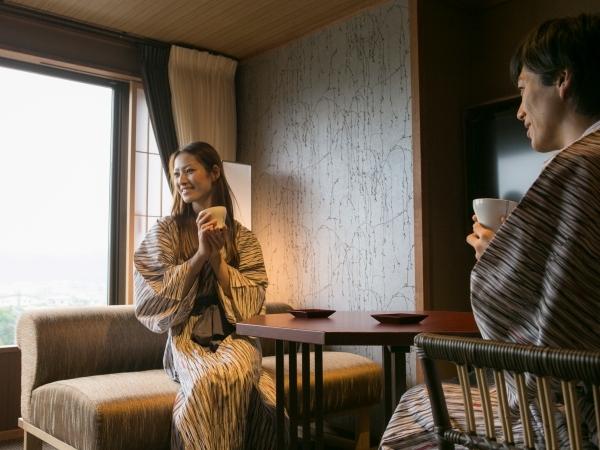 瑞穂タイプ/室内ダイニングテーブルで優雅なティータイムをお愉しみ頂けます