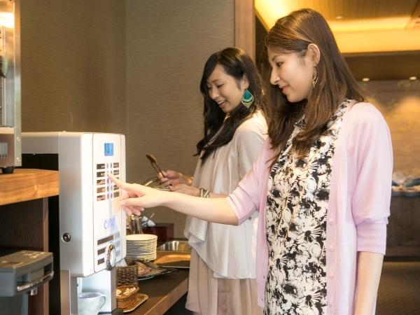 然然専用ラウンジ(4階)/数種類の味が楽しめるコーヒーマシーンもご自由にご利用いただけます