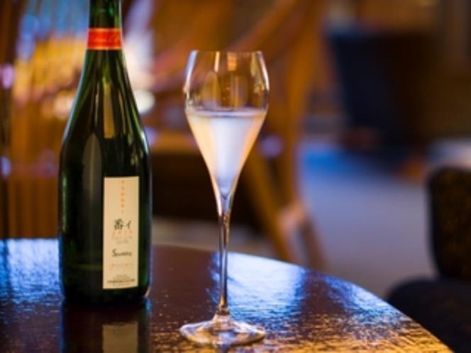 然然専用ラウンジ(4階)山梨産スパークリングワイン&白ワインをサービス(14:00~18:00)