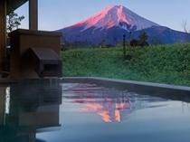 明見Aタイプ/富士山と対座する温泉露天風呂(写真は442号室)