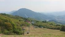 *【周辺の風景】ゲレンデの部分は夏になると草原が広がります
