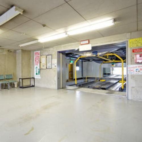 地下1階 立体駐車場(車高制限:1.55m)/1泊1台1,000円 ※ご予約不可のため先着順でのご案