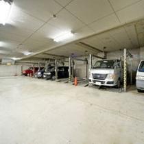 地下1階 立体駐車場(車高制限:2.3m)/1泊1台1,000円 ※ご予約不可のため先着順でのご案内