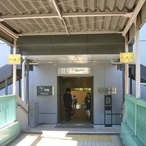 左右の階段のうち、右側が5番出口になります。