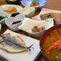 【朝食一例】定番の干物など漁師町ならではの味をどうぞ!