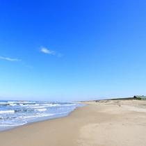 *【湯野浜海水浴場】どこまでも続く広い砂浜☆晴れた日は爽快な眺めです。