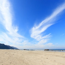*【湯野浜海水浴場】広い砂浜☆夏はたくさんのレジャー客で賑わいます。