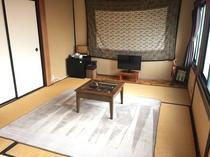 遊び心ある和室 大きな窓もあり、明るい基調の部屋でお寛ぎいただけます。