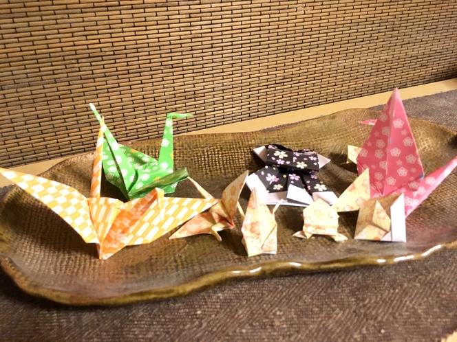 館内の小物【折り紙】。また、無料で折り紙をご用意。思い出にご自身でも作ることが出来ます!