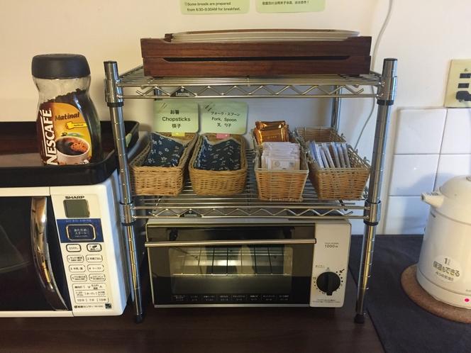 キッチン 電子レンジ、オーブントースター、お飲物をご自由にどうぞ!