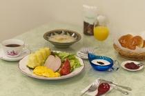 朝食も温かくボリュームたっぷり