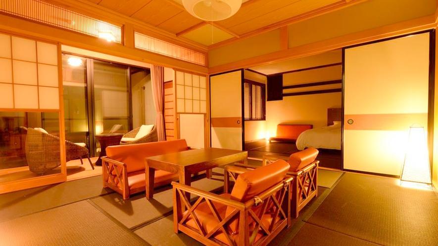 *和室二間/やわらかな明かりに包まれる夜の居間