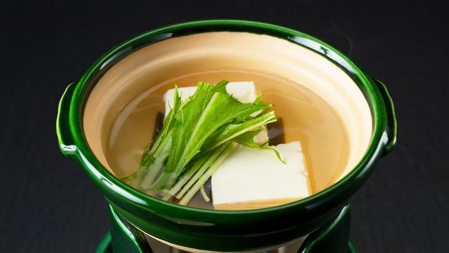 *朝食一例/熱々でお召し上がりいただく湯豆腐
