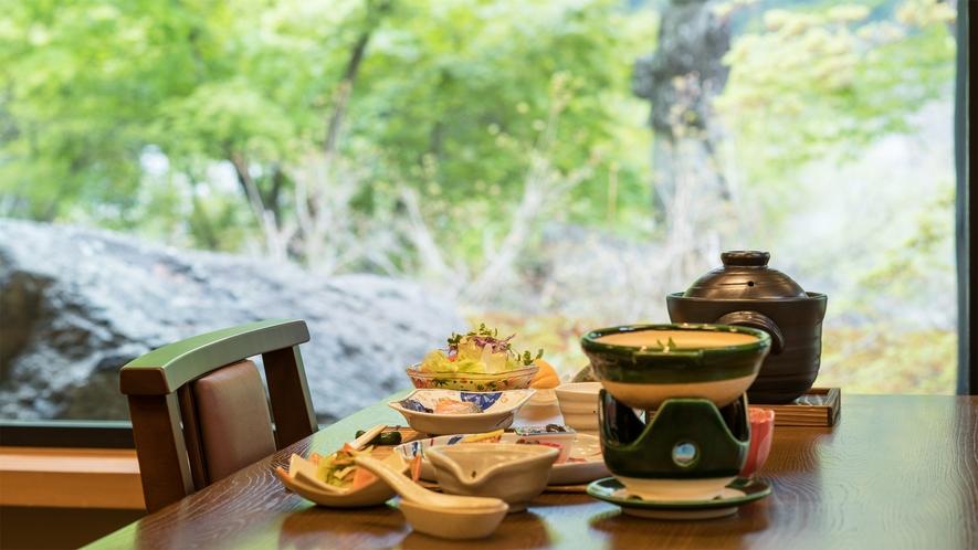 *朝食一例/お庭を眺める食事処でご朝食