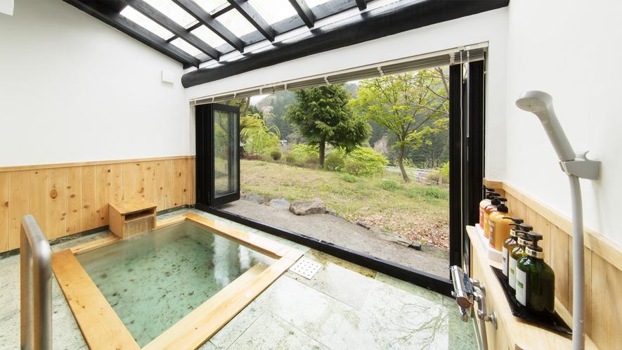 *和室二間/客室専用の半露天風呂で景色と温泉を堪能