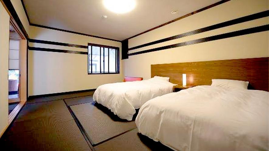 *和室二間/12畳の寝室にはシモンズのツインベッド