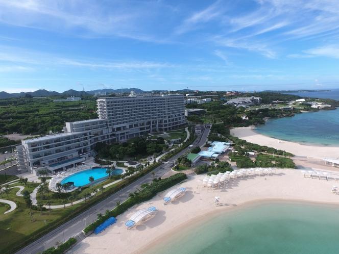 ホテル外観 空撮ビーチ側から