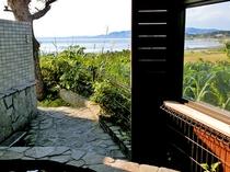 【露天風呂からの景色】名蔵湾・屋良部岳が見渡せます
