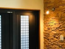 【玄関】落ち着いた雰囲気の入り口
