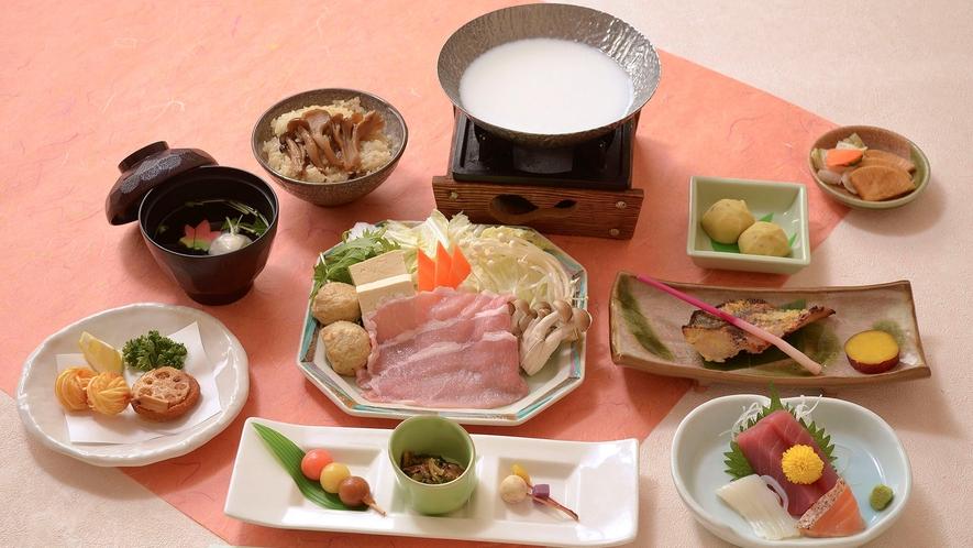 *【秋冬のAコース 一例】土瓶蒸しや炊き込みご飯などで旬の秋の味覚をお出しします。