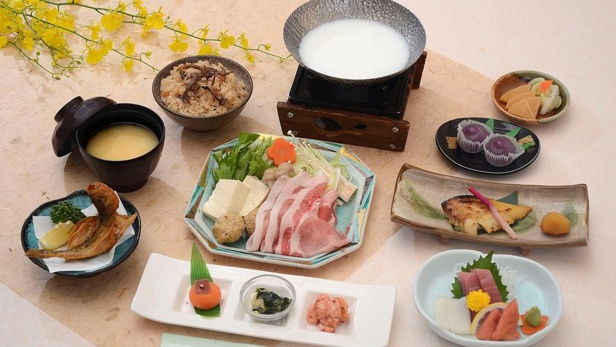 *【秋冬のAコース 一例】豚ロースの豆乳鍋/旬のきのこの炊き込みご飯などをお出しします。