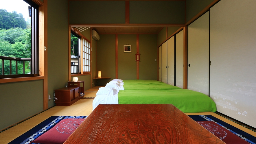 和室10.5畳【橘】広々した空間です