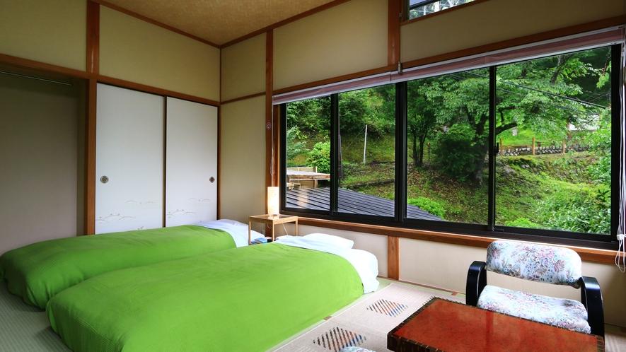 和室6畳【桜】窓からの景色もお楽しみください